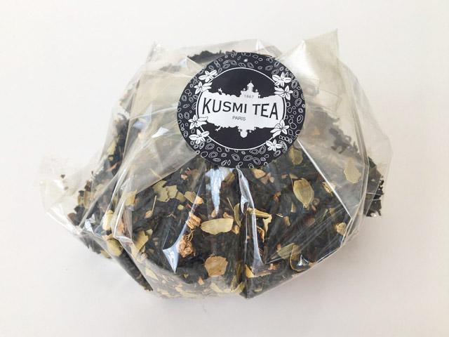 クスミティー,透明の袋にカシミールチャイの茶葉が入っている様子,KASHMIR TCHAÏ,KUSMI TEA,