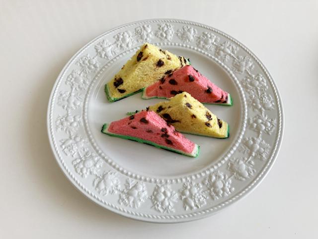 三角形にカットした赤色と黄色のスイカパン,赤色と黄色のすいかパン,スイカパン,ボローニャ,フラーズ,