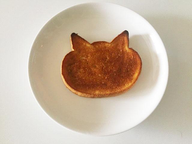 いろねこ食パン,ねこパン,焼いた状態