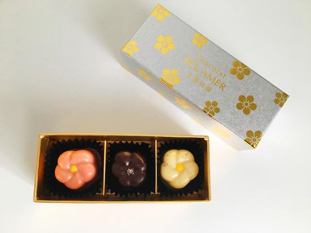 ベルアメール京都別邸の京のうめ,ピンク、茶色、白色の梅の形をした3種類のチョコレート,