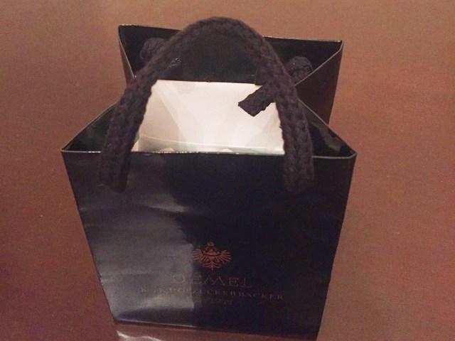 デメル,黒くて小さい紙袋