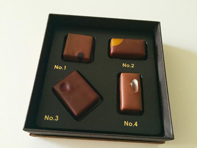 エスコヤマ,ススム・コヤマズ チョコロジー2016,4種類のチョコレートにそれぞれNo.1~No4と番号がうたれている