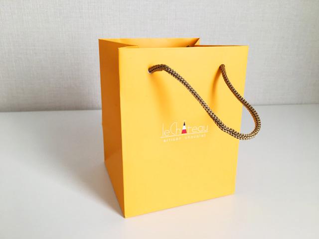 ル シャトー,オレンジの紙袋,