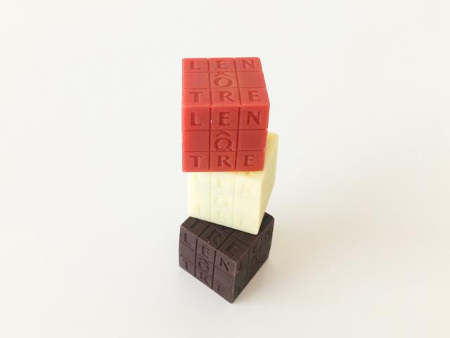 ルノートル,キューブ ルノートル3個入,税込1512円,赤色とこげ茶色と白色のキューブ型のチョコを積み木のように重ねている,バレンタイン,チョコレート, LENÔTRE,Les Cubes LENÔTRE,CUBE LENÔTRE,Valentine,