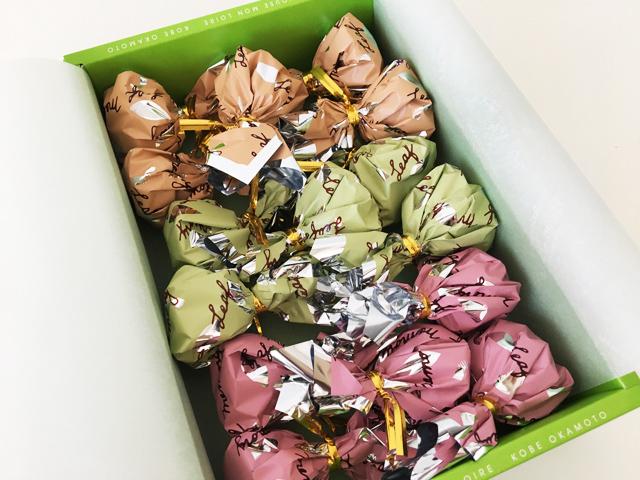モンロワール,リーフメモリーギフトボックス,葉っぱのチョコの巾着がたくさん入っている,