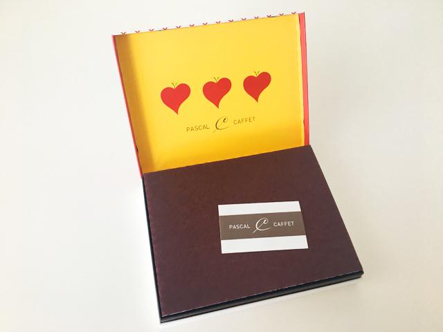 パスカル カフェ,パスカルセレクション,12個入,箱を開けると茶色の緩衝材が入っている,バレンタイン,チョコレート,Pascal Caffet,Pascal Selection,Valentine,