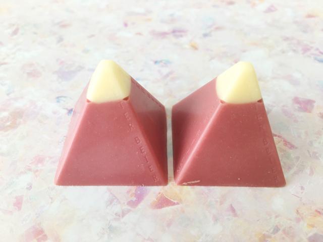 ピーターバイヤーのルビーピラミッドが2つ並べられている,ルビーコレクション,ルビーチョコレート, ボンボンショコラ,バレンタイン,チョコレート, PETER BEIER,RUBY PYRAMID,RUBY COLLECTION,Valentine,chocolate,RUBY Chocolate,