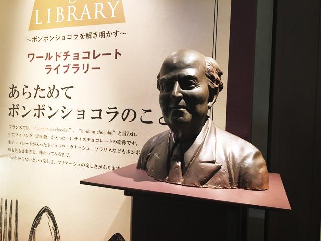 ノイハウスの創立者ジャン·ノイハウスの銅像,NEUHAUS,阪急うめだ本店,バレンタインチョコレート博覧会,バレンタイン,2020,