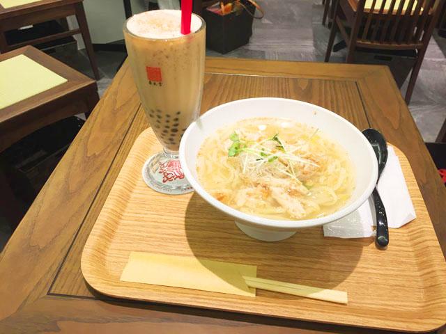 春水堂,チュンスイタン,鶏湯麺(ジータンメン)のドリンクセットでアイスタピオカミルクティー