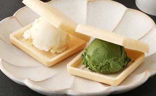 越山甘清堂,金沢あいすくりーむ 夏の味わい,最中にアイスを挟んだ状態