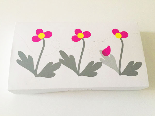 オードリー,アイスグレイシア,ピンクとイエローのお花のイラストが描かれている外箱