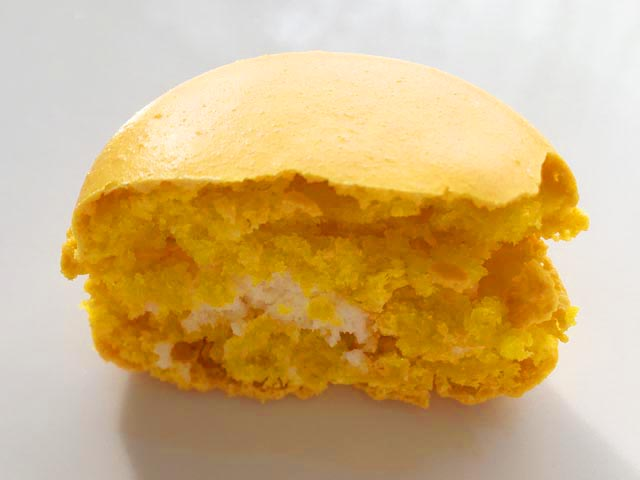 ダロワイヨ,黄色のマカロン,瀬戸内レモンのマカロンの断面