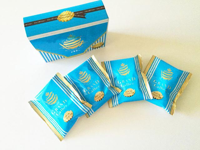 グランカルビ,ポテトビート,はちみつ&マスカルポーネ味,外装箱と内装小分け袋が4袋並べられている