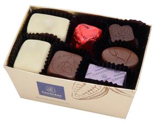 レオニダス,ベストアソート,人気のチョコの詰め合わせ,金色のバロタンボックスにマノンカフェなどの人気のチョコが7個入っている,バレンタイン,2021,チョコレート,Valentine,chocolate,Leonidas,