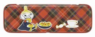ムーミン × メリーチョコレート,リトルミイチョコレート,タータンチェックの背景にリトルミィのイラストが描かれている缶のフタ,ムーミンのチョコ,Mary's,バレンタイン,2021,チョコレート,Valentine,chocolate,
