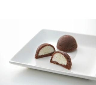 たねや,ちょこまんが白いお皿にのっている,バレンタイン,2021,チョコレート,Valentine,chocolate,