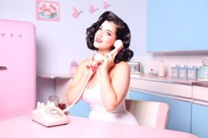 femme débordée telephone