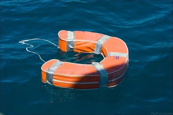 bouée couronne sécurité en mer