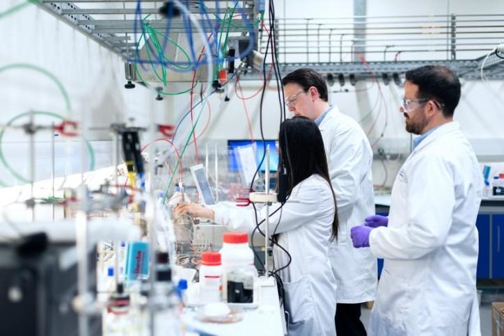 chercheurs en laboratoire