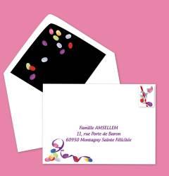 Enveloppe imprimée aux noms des invités avec timbre bonbons