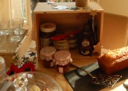 Petite caisse à vin qui servira de rangement pour les accompagnements crêpes et gaufres