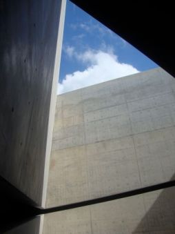 2-_musee_chichu_signe_t-ando