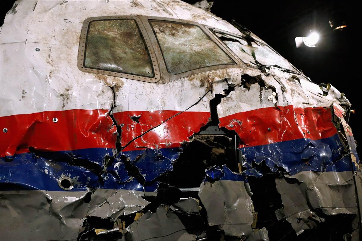 Débris du MH17 abattu en 2014