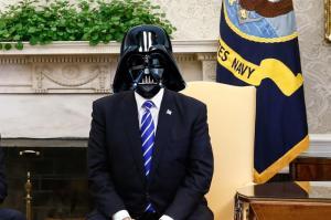 Trump va bientôt porter un nouveau modèle de masque pour régler des difficultés à respirer