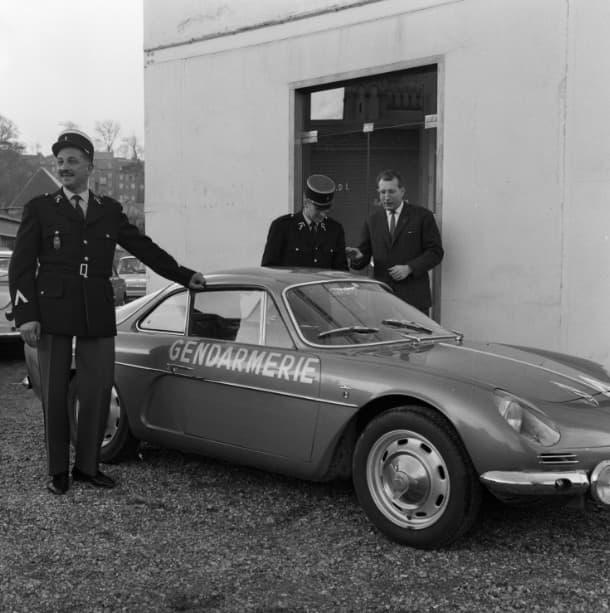 Alpine A110 Berlinette BRI Gendarmerie 5 | BRI : Alpine, au sein d'une unité d'élite