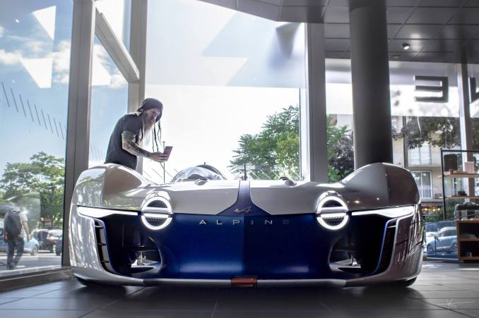 19055845 895525350587665 333674846756539257 o - Magnus Walker au Studio Alpine, le légendaire collectionneur de Porsche 911