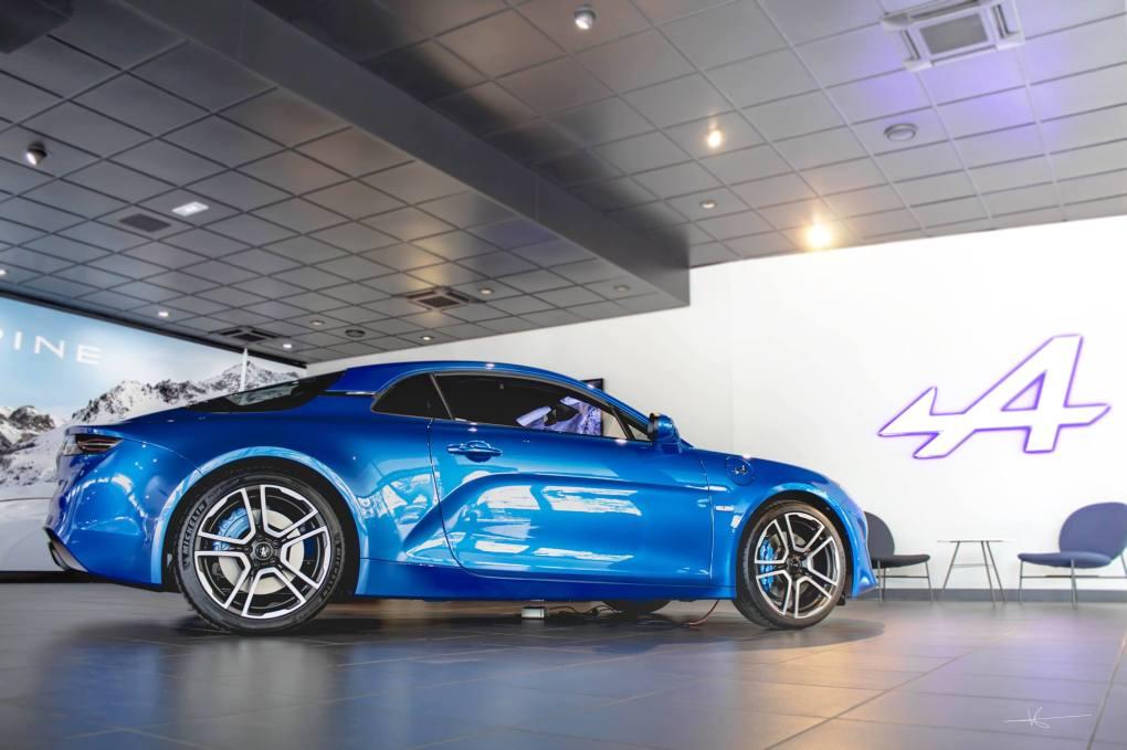 19143336 895525660587634 9004078947432507976 o - Magnus Walker au Studio Alpine, le légendaire collectionneur de Porsche 911