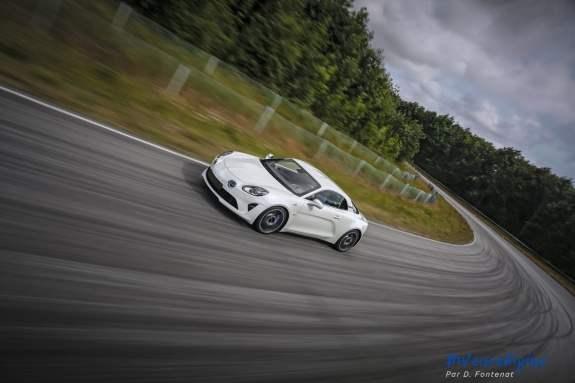 Alpine A110 en mode track + dérives