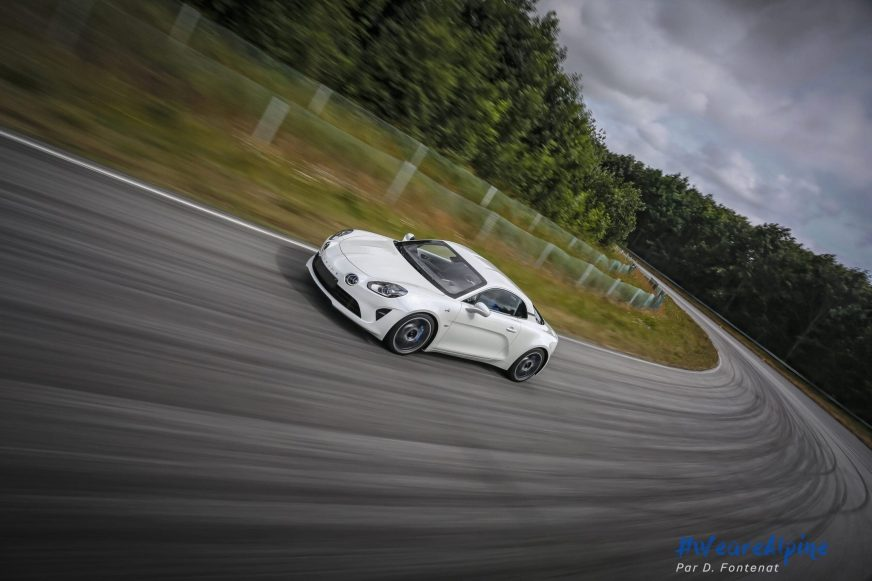 Alpine A110 en mode track + dérives