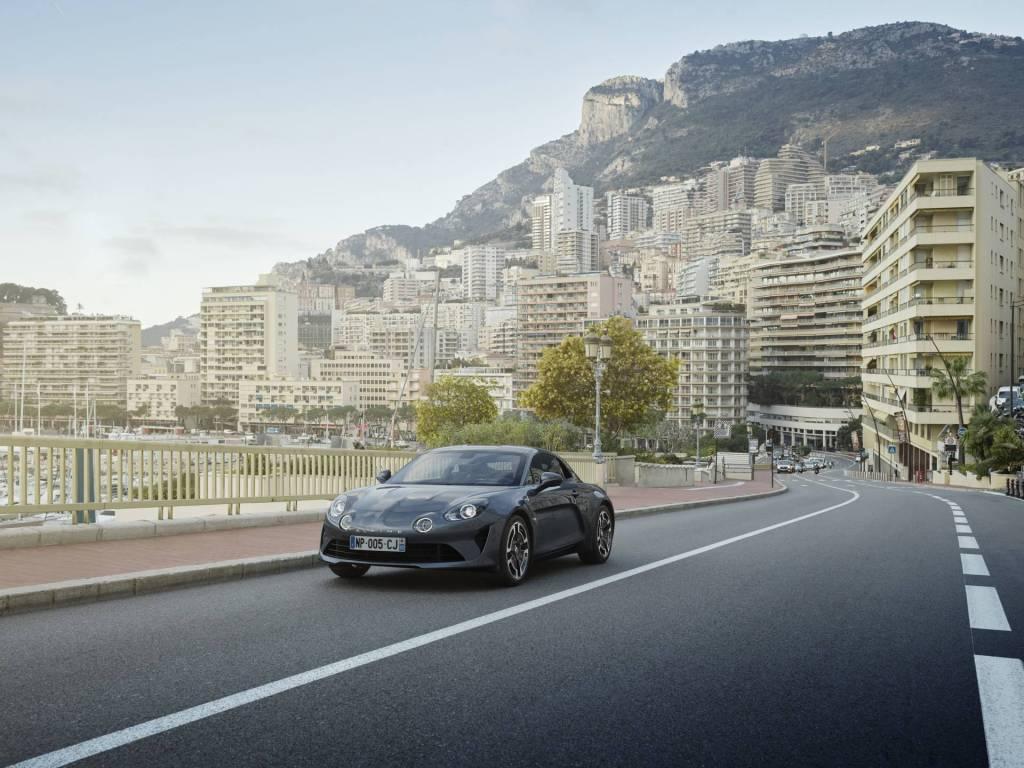 apline planet a110 alpine legende   Alpine A110 - Bilan des ventes en France 2019