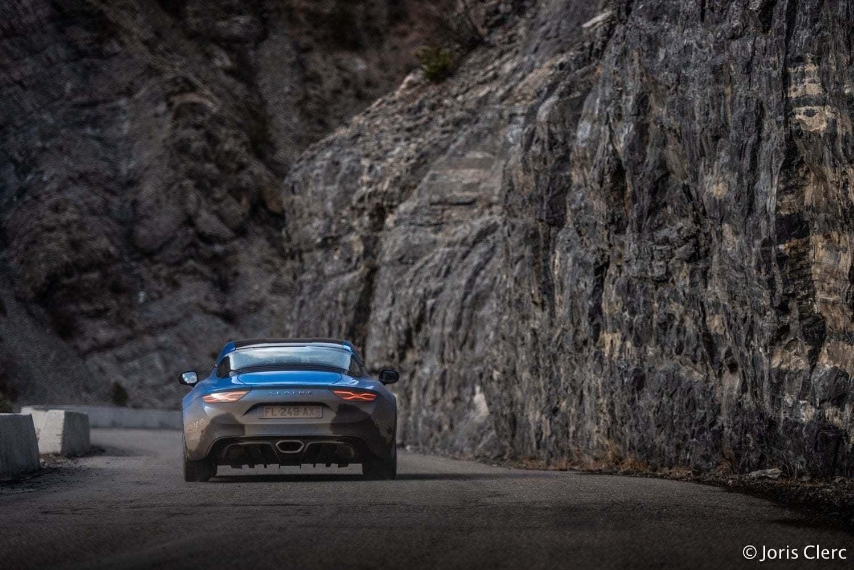 Une Alpine A110 ouvreuse au Rallye Monte-Carlo 1