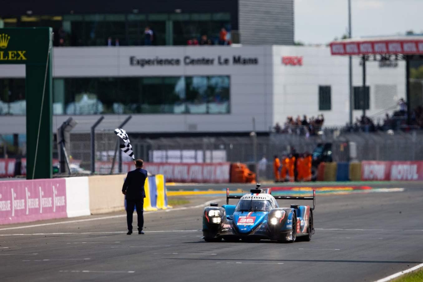 Alpine monte sur la troisieme marche du Podium aux 24 Heures du Mans 2021 6 | Alpine monte sur la 3ème marche du Podium aux 24 Heures du Mans 2021