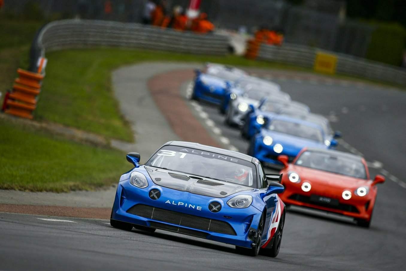 Une F1 aux 24h du Mans et une parade impregnee de passion 2 scaled | Les 24h du mans d'Alpine Endurance Team en photos