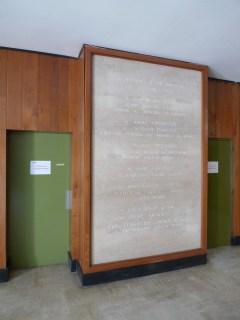Hall d'entrée des anciennes Archives départementales d'Ille-et-Vilaine. Cliché Macula Nigra, 9 mai 2016.