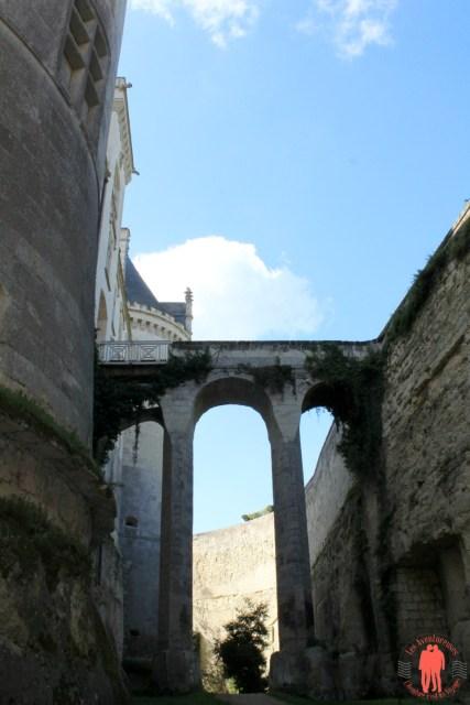 Château de Brézé Douve sèche 4 vue pont de l'entrée
