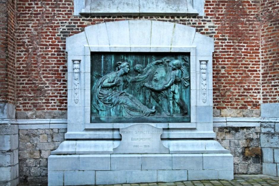 Statue Bourgmestre Mons Belgique