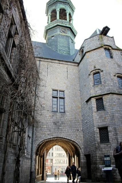 porte hôtel de ville Mons Belgique