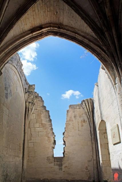 Les Baux de Provence - Eglise détruite