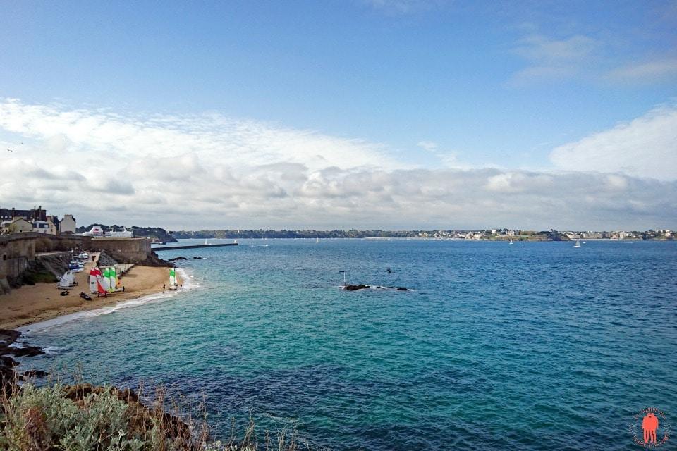 Plage du bon secours à marée haute - Visiter Saint-Malo