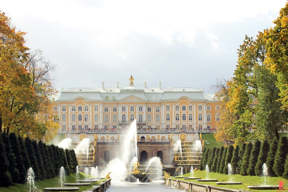 Palais-de-Peterhof-Grand-Palais-fontaines