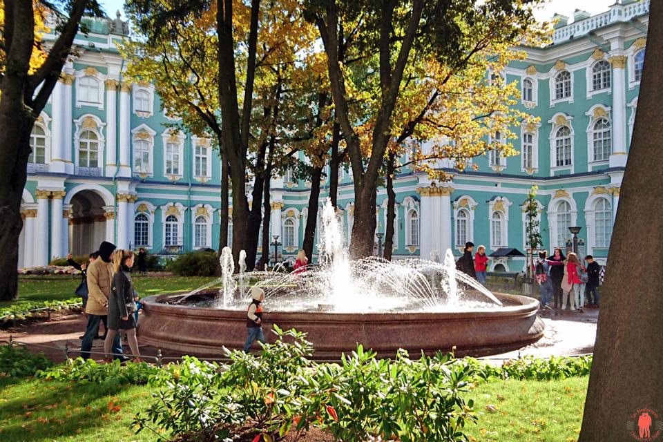 Visiter-Saint-Pétersbourg-Extérieur-fontaine