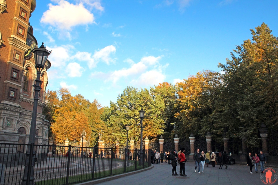 Visiter-Saint-Pétersbourg-jardin-mikhaïlovski-entrée