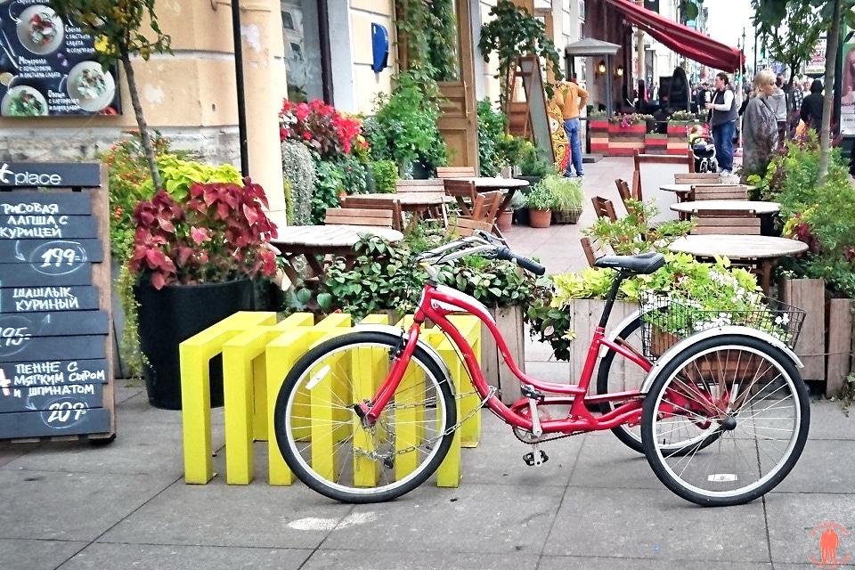 Visiter-Saint-Petersbourg-restaurant-marketplace