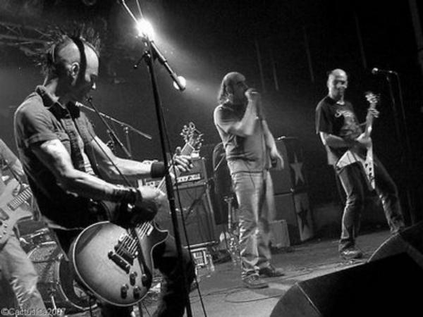 brassens not dead en concert dans le cadre du festival Les berniques en Folie à l'Ile d'Yeu