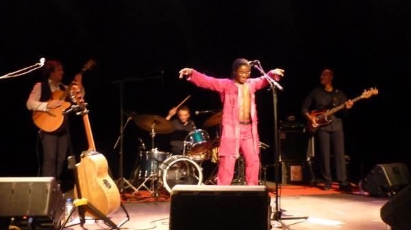 simon mwanbeben en concert dans le cadre du festival Les berniques en Folie à l'Ile d'Yeu