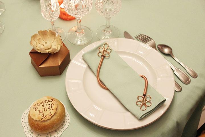 décoration de table noël,sapin de noël,table de fête,décoration vert d'eau,décoration champagne,décoration bronze,noël bronze